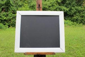F63: White Plain Trimmed Chalkboard