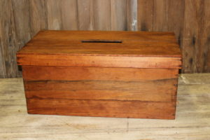 HH West Pine Card Box