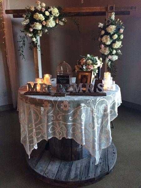 Tin 'Mr. & Mrs.' Table Displays