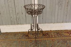 Heart Wire Plant Stand